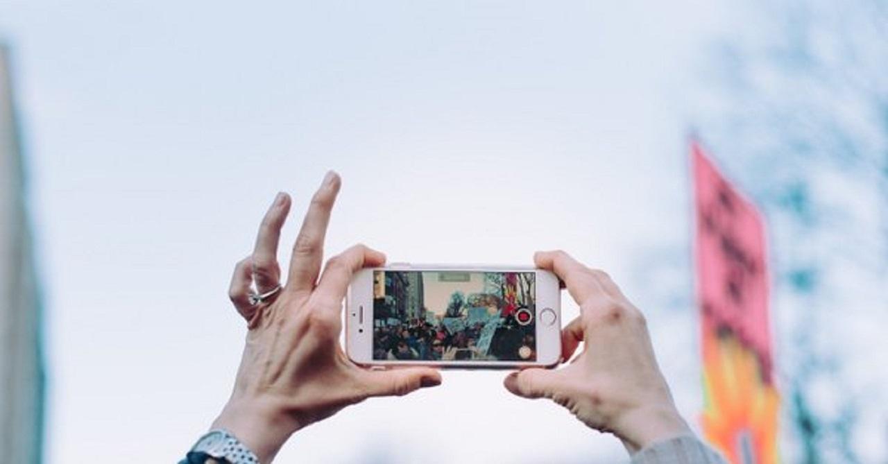 Photo of Varoluşsal yalnızlığımızın kaçış noktası: Sosyal medya, Uplifers Köşemizde!