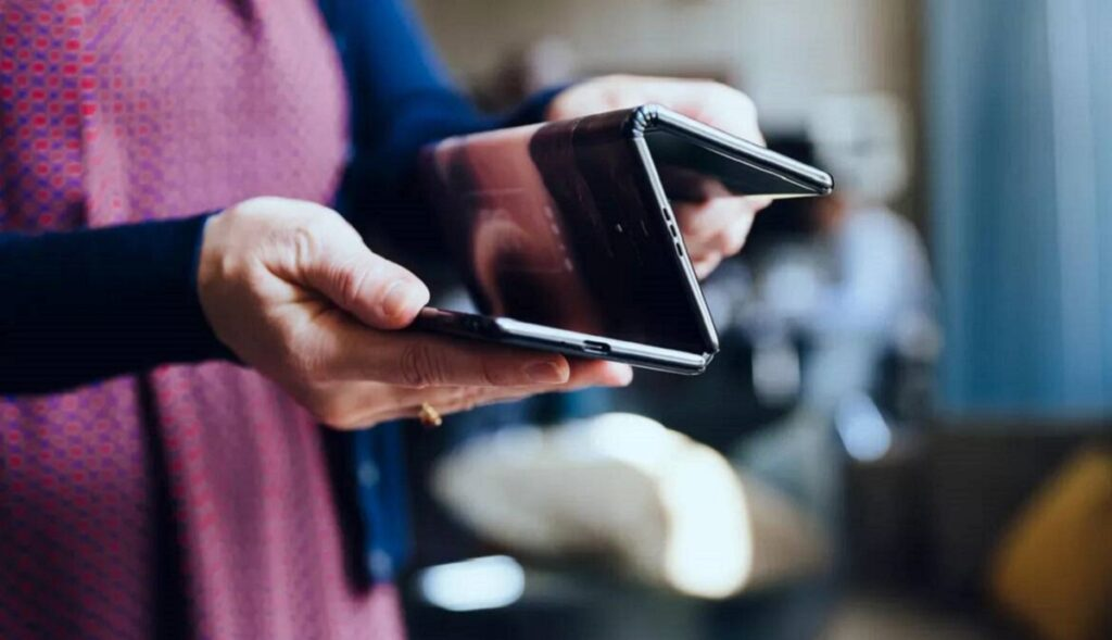 katlanabilir telefon satın al moblobi