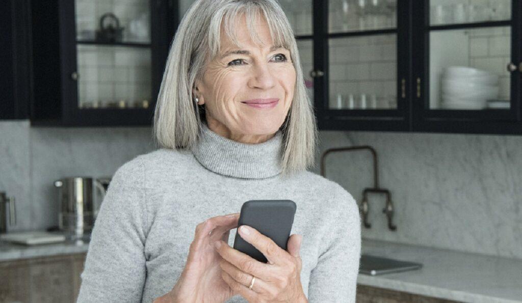 yasli insanlar mobil uygulamalar moblobi